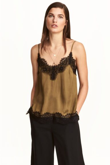 188bf2e3c2d83 Satin strappy top with lace Model