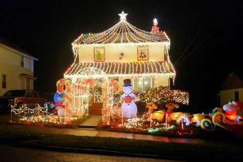 Christmas Light Display in Struthers Ohio - Best Local Christmas Light Displays - You Must See This Year! Be
