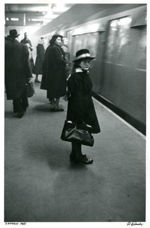London, 1951 by Robert Frank. S)
