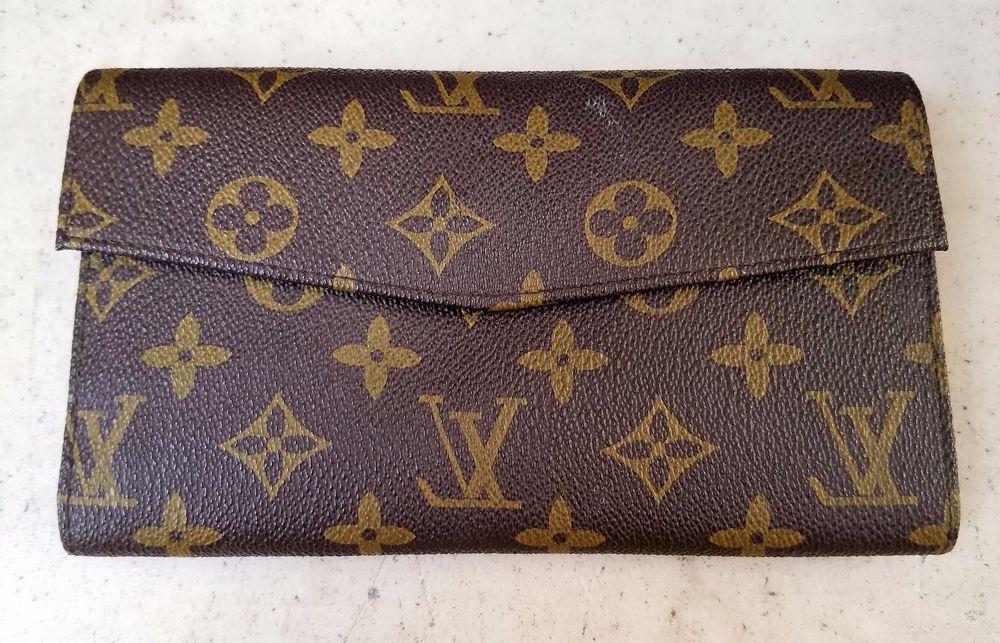 premium selection b5758 761aa VINTAGE Louis Vuitton MONOGRAM Women's Wallet Trifold France 60's ...