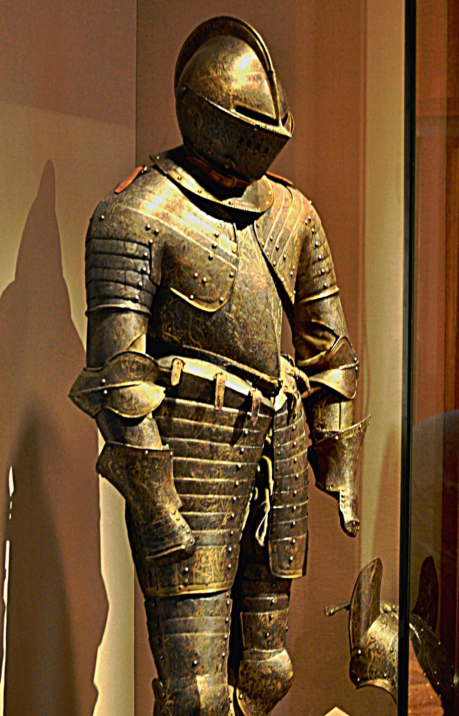 Cuirassier armor, France, circa 1600. | Medieval armor ...