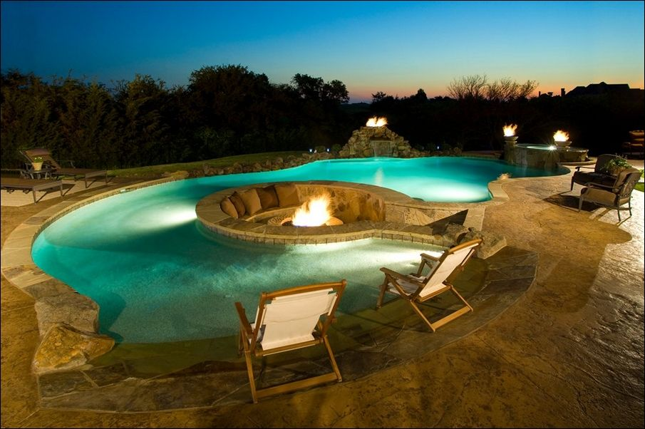 Sunken Fire Pit In The Middle Of The Pool Too Cool I