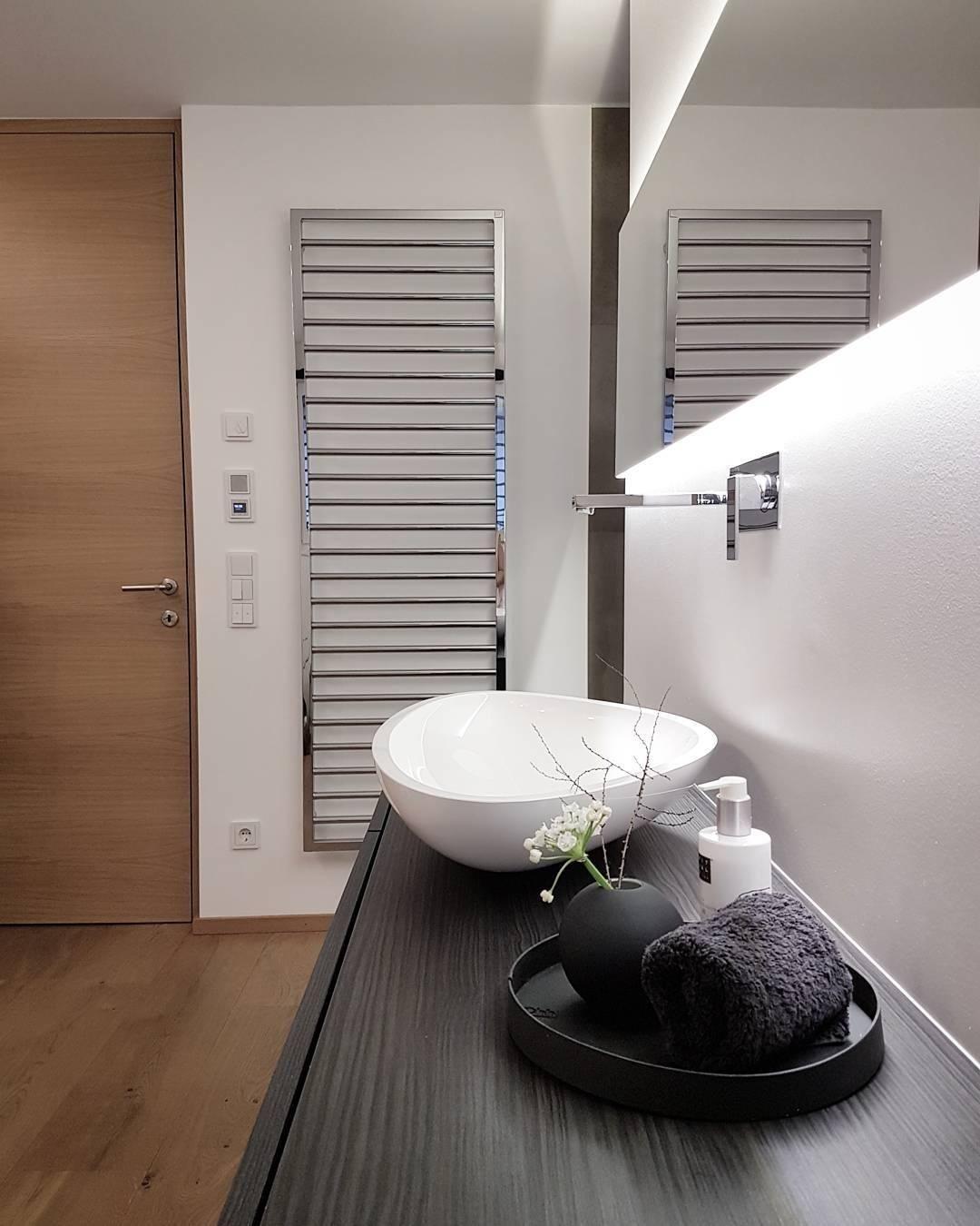 Auch Im Badezimmer Dürfen Stilvolle Accessoires, Wie Die Wunderschöne Vase  Ball Nicht Fehlen. Frische