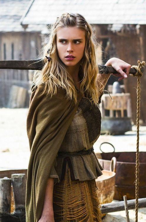 mademoisellelapiquante: Gaia Weiss as Þorunn in Vikings ...