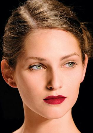 Wedding Makeup:  Get that Pucker On Your Lips with a Lip Liner