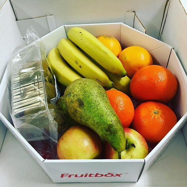 Uusi viikko käyntiin! #fruitbox laatikosta vireyttä Muksupuodin viikkoon😀🥝🍏🍐🍌#myllymuksut #hedelmät #newlife #kevättulee #pirteyttäpäivään #terveellistä
