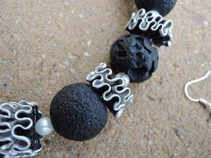 Blog destiné à publier mes bricolages, notamment des bijoux créés à partir de matériaux recyclés : pneus et chambres à air de vélo - capsules de café  - fermetures éclair - cuir etc avec conseils et tutos