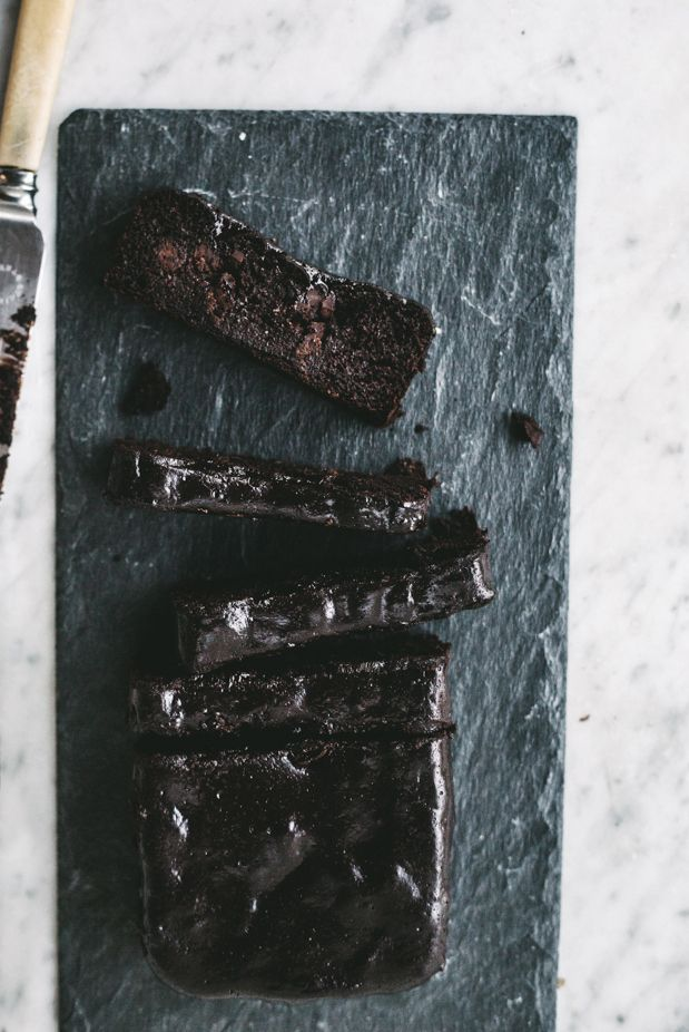 Healthy Sticky Chocolate Fudge Cake (like, super fudgy no joke) {Gluten, Dairy + Grain Free}