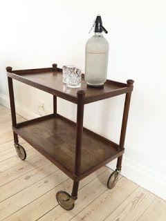 et afsætningsbord.... med plads til champagneflasken...