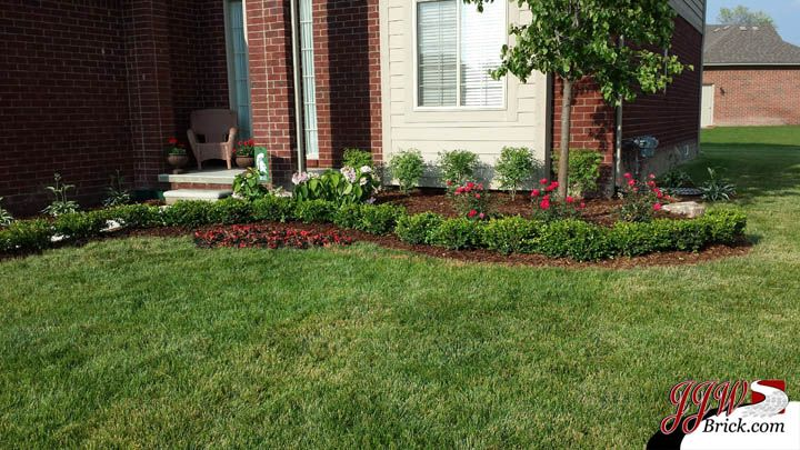Simple landscaping ideas for your home in rochester hills for Easy to care for garden designs