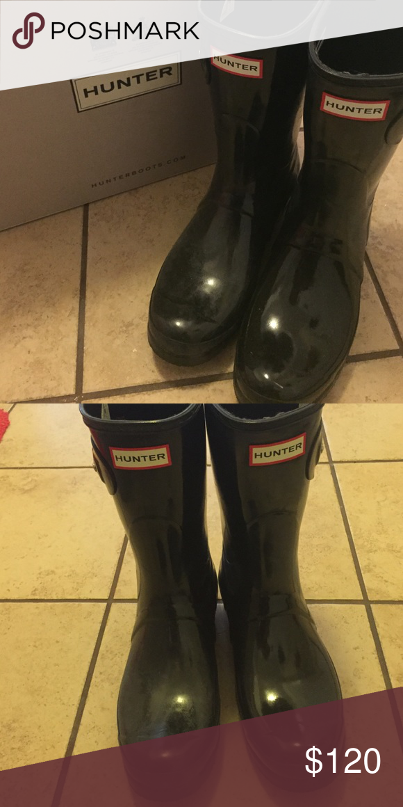 Hunter boots Black short shiny size 9. They are too big for me. Worn only about 7 times, bought in August 2016. Hunter Boots Shoes Winter & Rain Boots