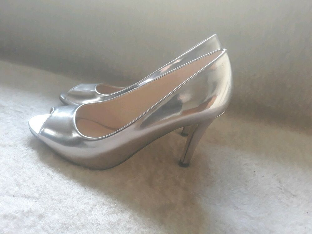 brand new 4585a e69e6 High Heels Peeptoes Von Buffalo in Silber Größe 37 ...