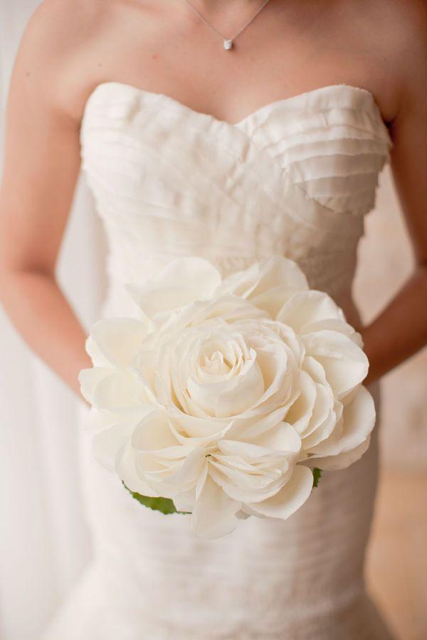 Glamelia of white rose petals....how beautiful!