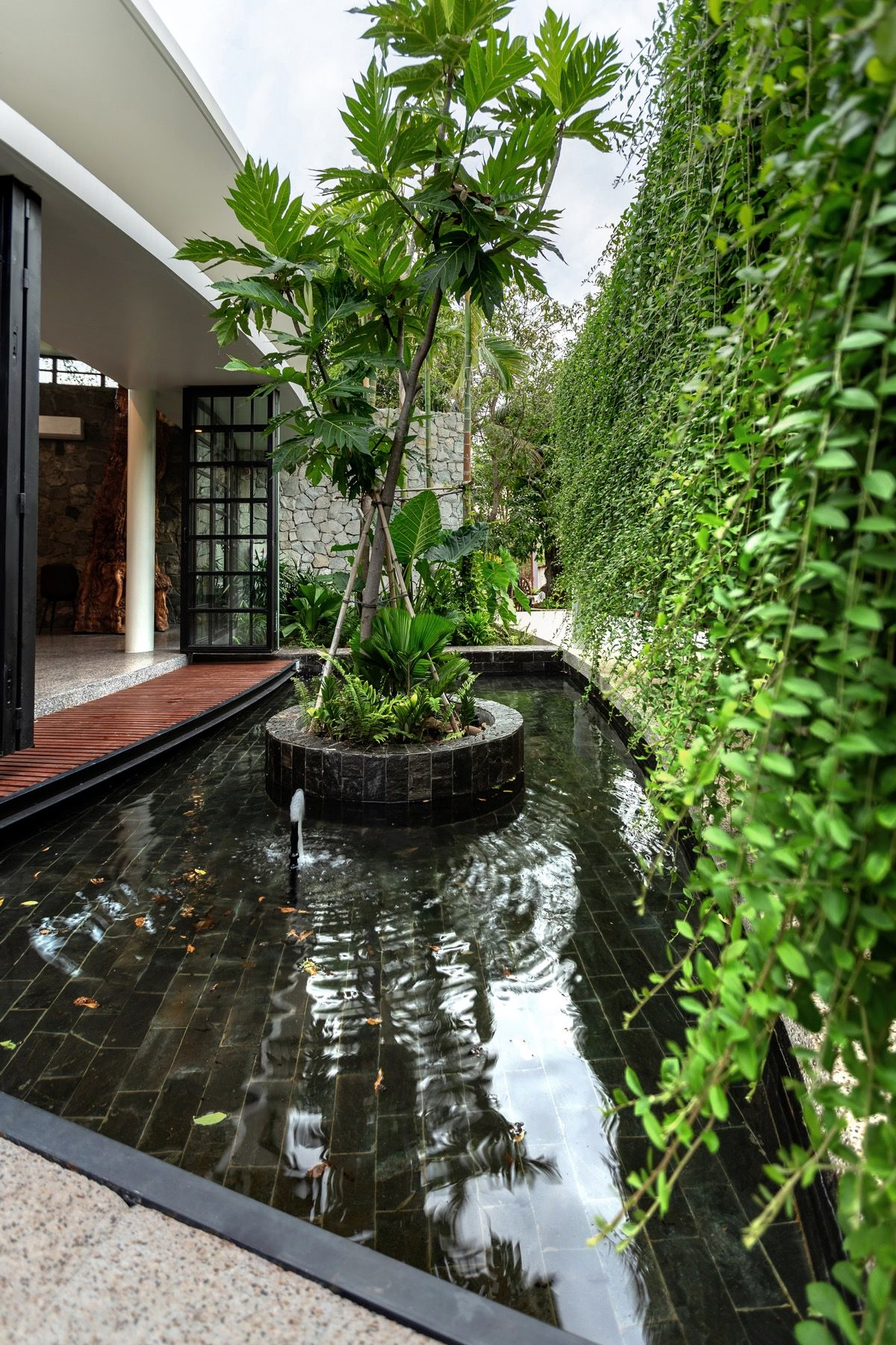 Lush Tropical House Surrounded By Nature Tropical Houses House Near Water Roof Garden