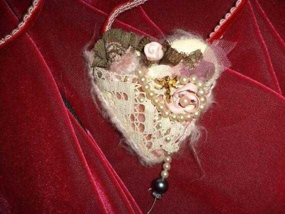 Heart Necklace    A Little Bit Victorian  A by vintagedixieland, $75.00