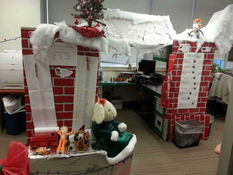 Santa Workshop Cubicle Decoration With Images Santas Workshop