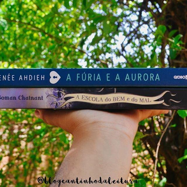 Mais uma foto do #BookishoctoberBR, 😍. A meta do dia é: ▫ * HEY GAROTA, VOCÊ É MARAVILHOSA! * ▫ Nossa, existe diversas personagens maravilhosas na literatura, é difícil escolher somente uma, então as escolhidas são: ▫ 🔼Sherazade, de A Fúria e a Aurora - lançado pela @GloboAlt. A personagem Shaz é uma garota de dezesseis anos com uma personalidade incrível e uma força de vontade para lutar por aquilo que acredita inacreditável. Quando conhece Khalid, seu marido, demonstra um sentimento de…