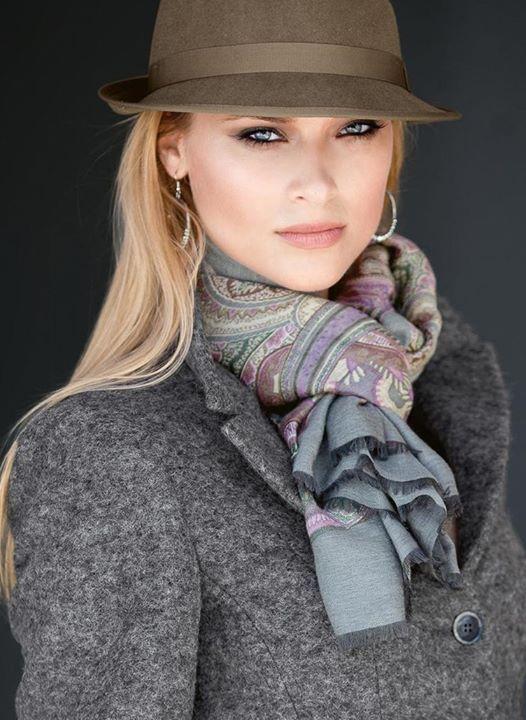 una bufanda,un pañuelo hacen la diferencia,combina,de Madeleine