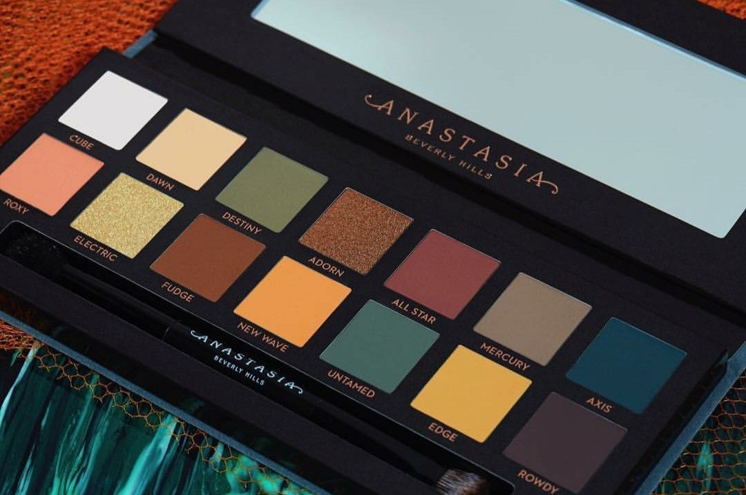 new new 😍 Anastasia beverly hills subculture, Gifts for