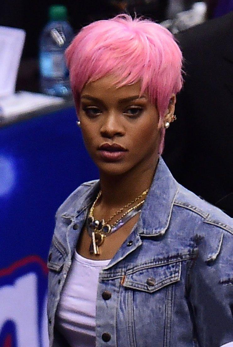Celebrity Alert Rihanna S Bubble Gum Pink Hair Color