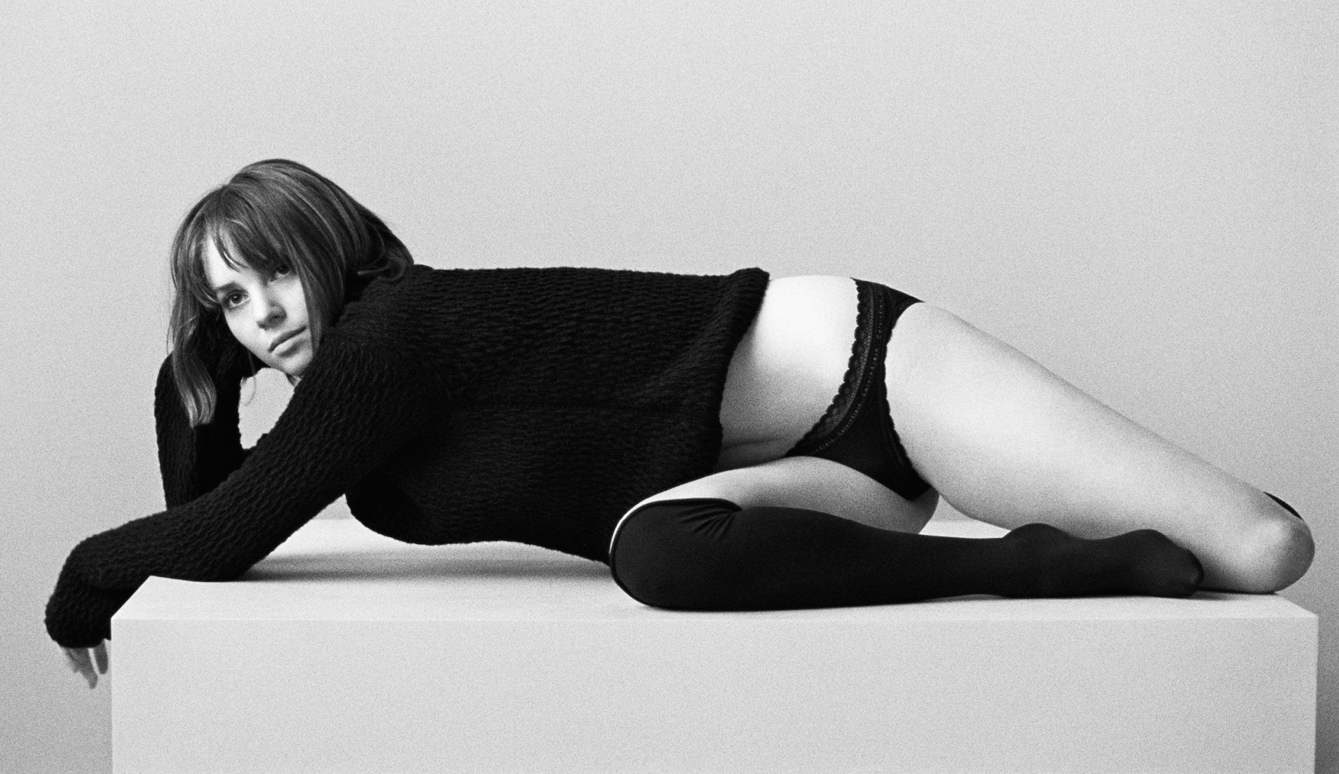 Maya Hawke Wears The Signature Plunge Unlined Bra And Bikini