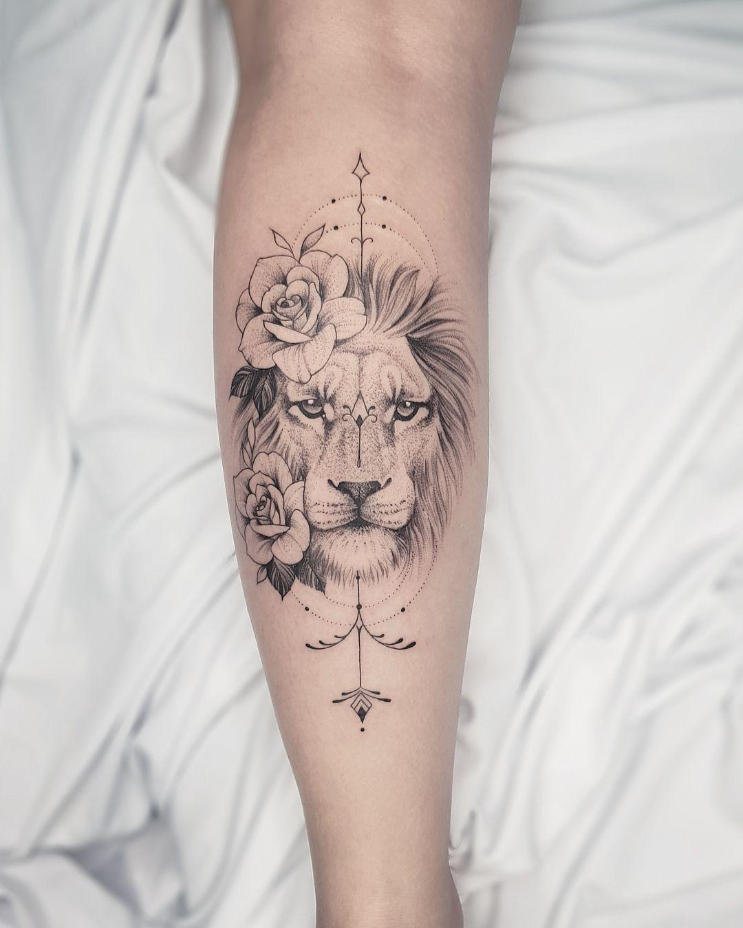 Tatuagem de leão delicado