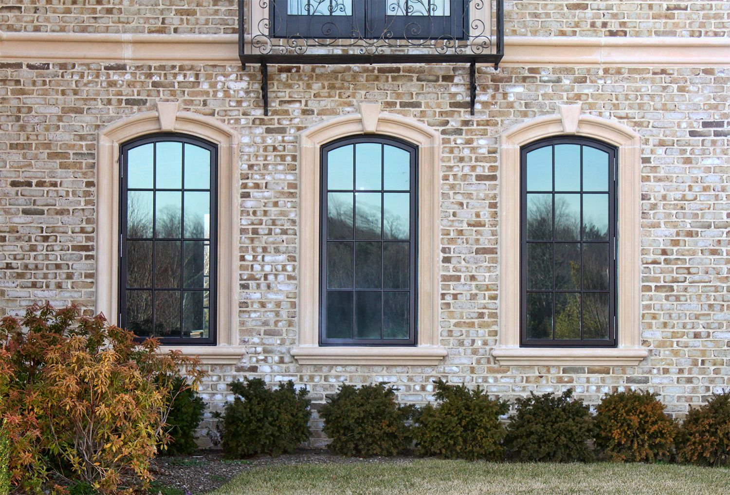 Make The Windows Of Your Home Look Wonderful With Precast Surrounds And Trim Www Coralcast Com Brick Exterior House Window Trim Exterior Exterior Brick