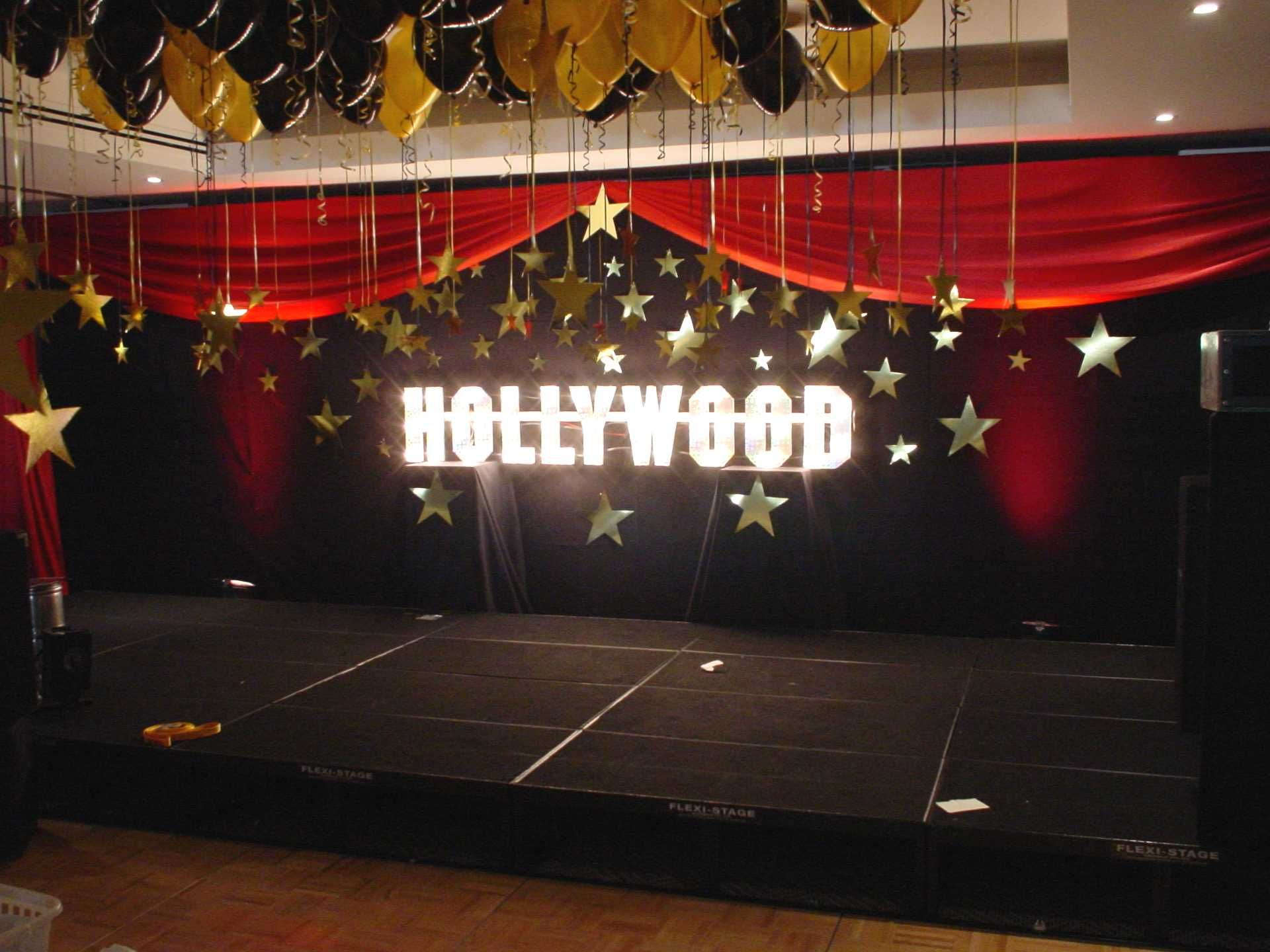 Black Backdrop With Hollywood Sign And Gold Cardboard Stars Hollywood Party Theme Hollywood Theme Party Decorations Hollywood Theme