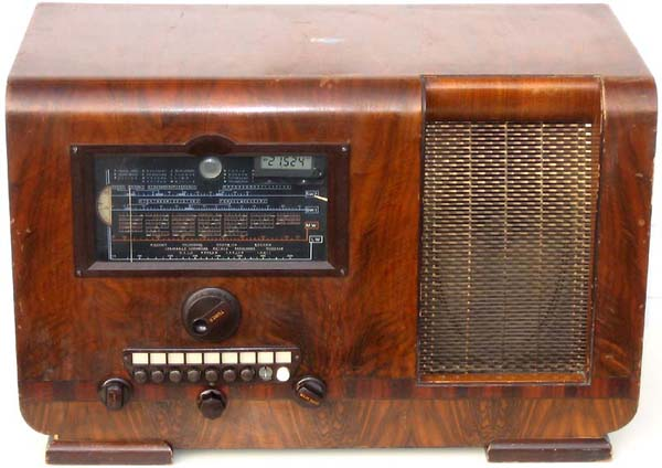 Old Tube Radios In 2020 Vintage Radio Antique Radio Retro Radios