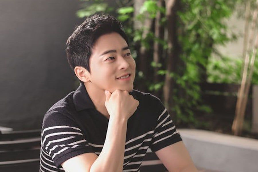 "Jo Jung Suk Talks About His Chemistry With ""Hospital Playlist"" Cast, His Public Image, And More"