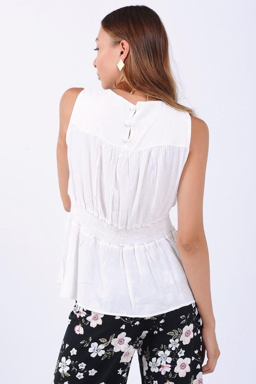 Beyaz-dantel-tığ-işi-askılı-örgü-bluz