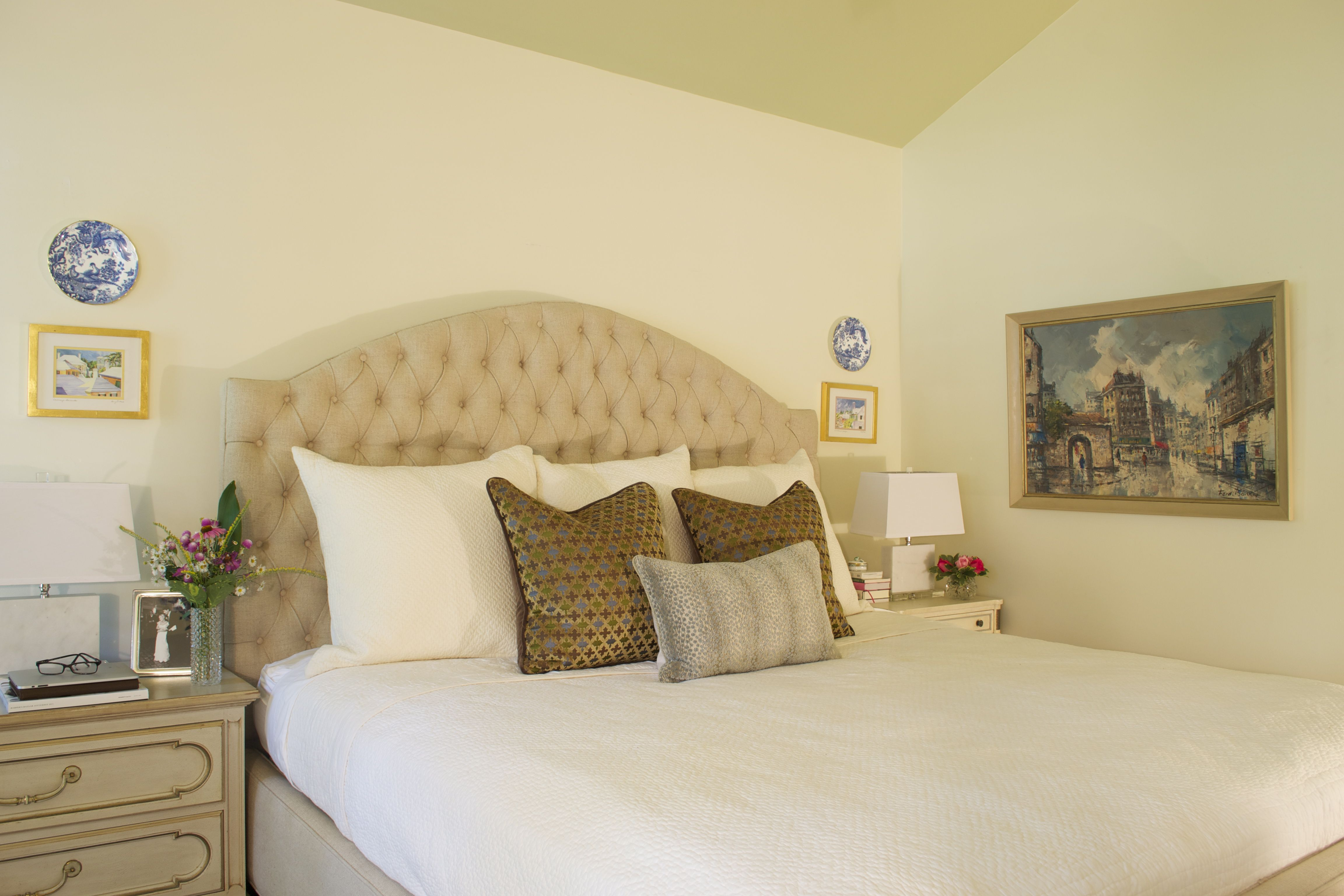 Tranquil bedroom with neutral palate. Tufted headboard, midcentury ...