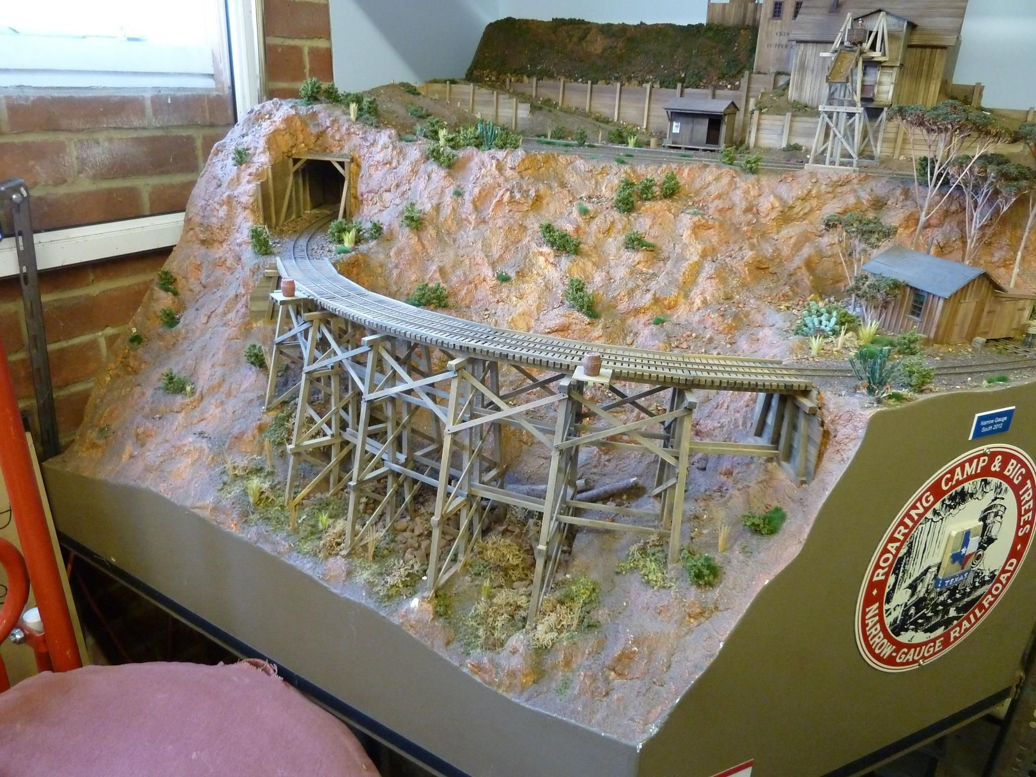 Awesome stretch of functional scenery  Nice little diorama