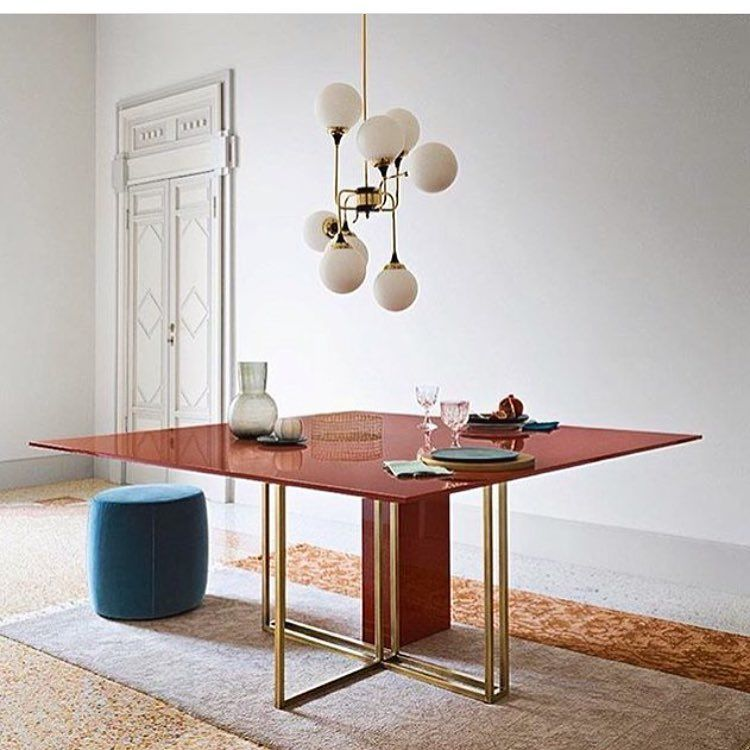 Plinto dining table by @meridiani.srl  #interior #nordicdeco #inredningsdesign #inredning #interiordesign #interiordesigns #scandinavianhome #nordicdesign #scandinavianinterior #scandinavianinterior #skandinahjem #designdecor #homedecor #homestyling #design #interiør #interiordesigner #inredningsinspiration #interior4all #light