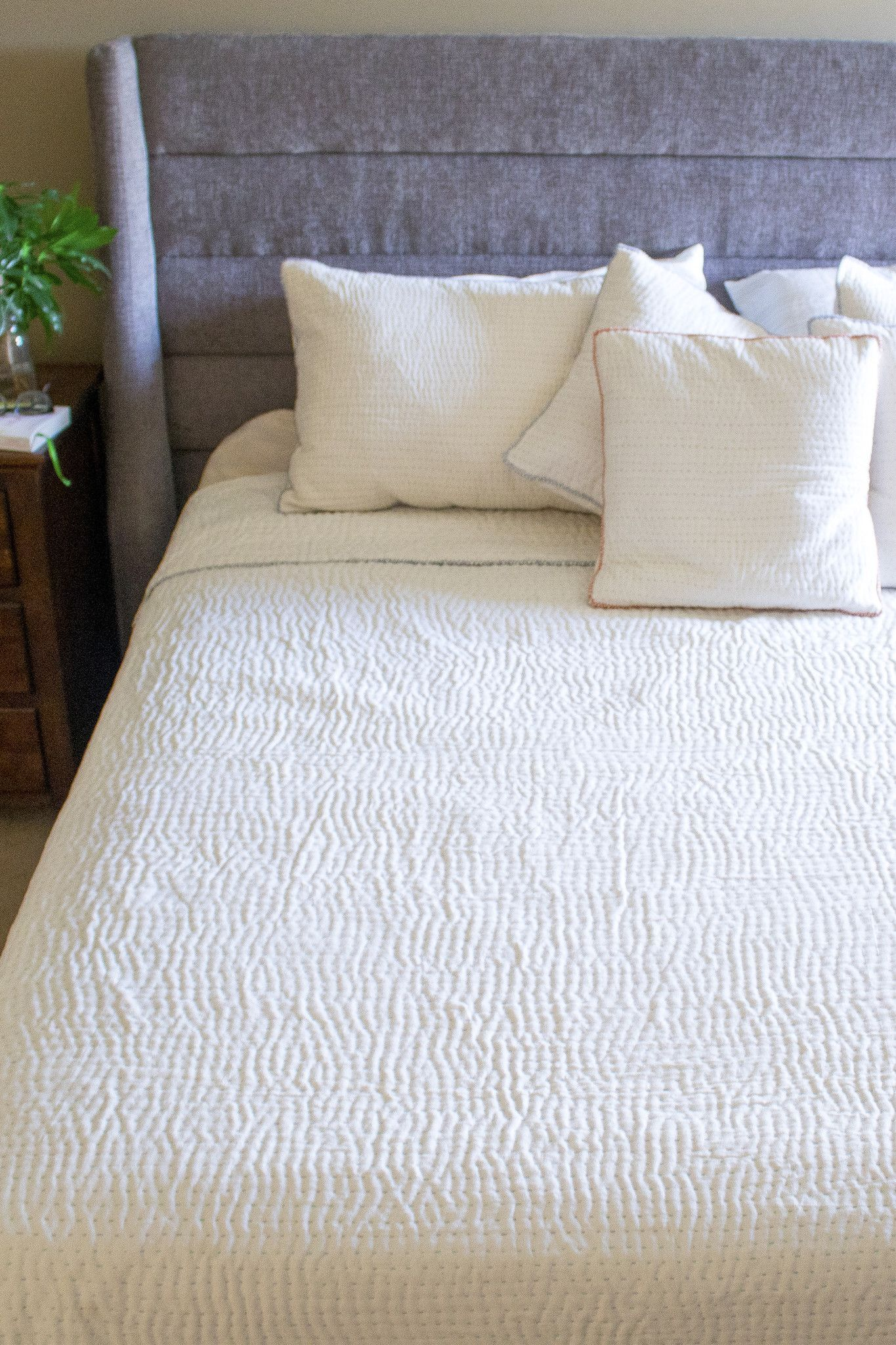 Modern White Quilt Bedding Queen Sized Dignify