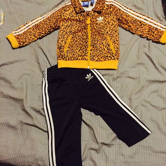 I just discovered this while shopping on Poshmark: Adidas Sweatsuit. Check it out! Price: $30 Size: 12-18, listed by mslaurenbaby89