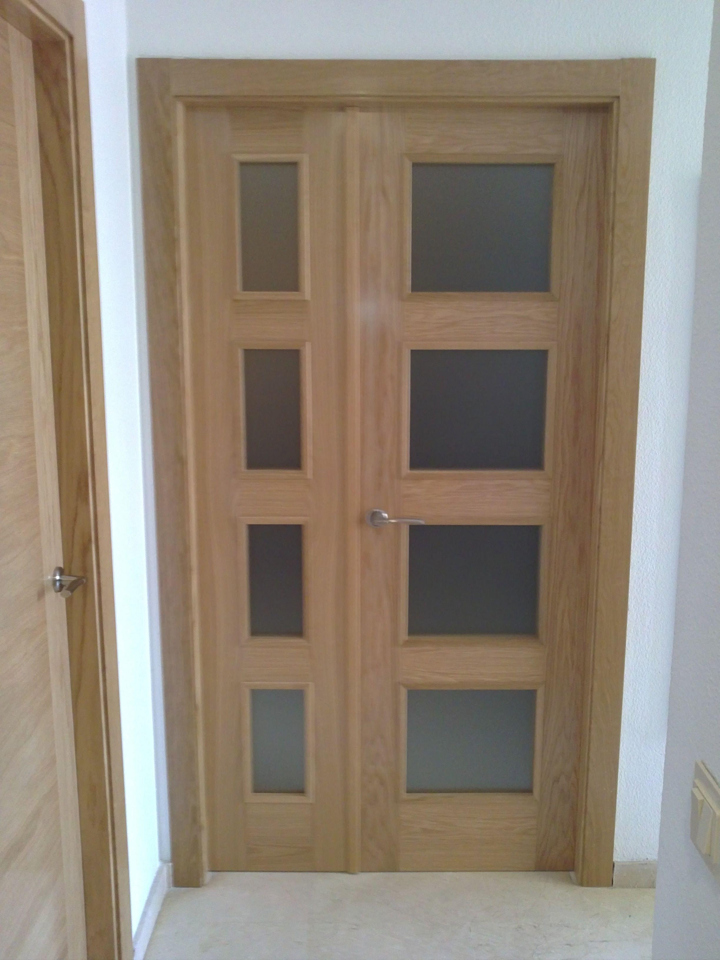 L60 roble doble con hoja fija y hoja abatible puertas for Puerta doble madera