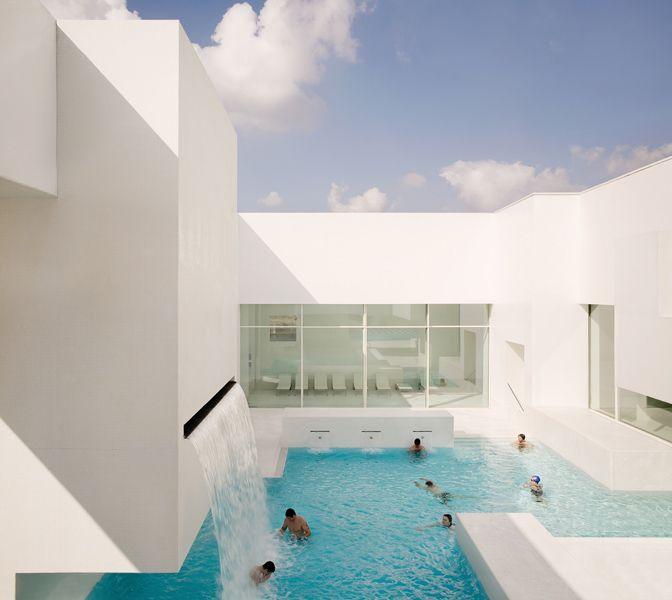 Les Bains Des Docks Aquatic Center Le Havre France Jean Nouvel Avec Images Bains Publics Piscine Publique Architecte