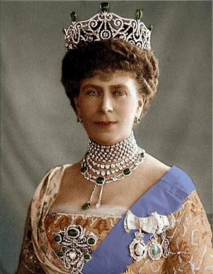 Queen Mary Wearing The Delhi Durbar Tiara With Emeralds I Remember