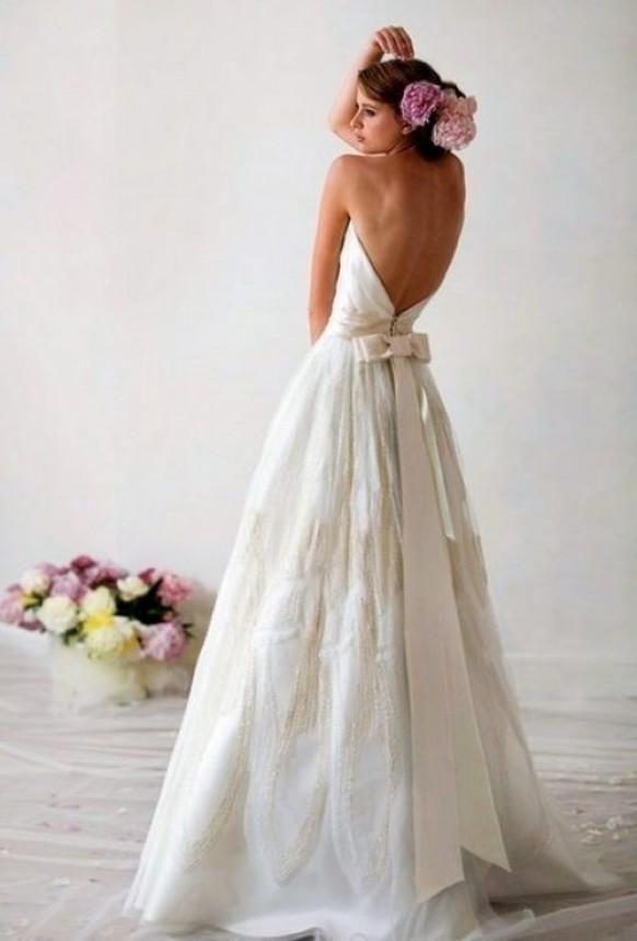 a1f780f0159a Weddbook ♥ White-off taffeta backless wedding gown with back bow. Simple  and chic wedding dress ideas. bow backless taffeta