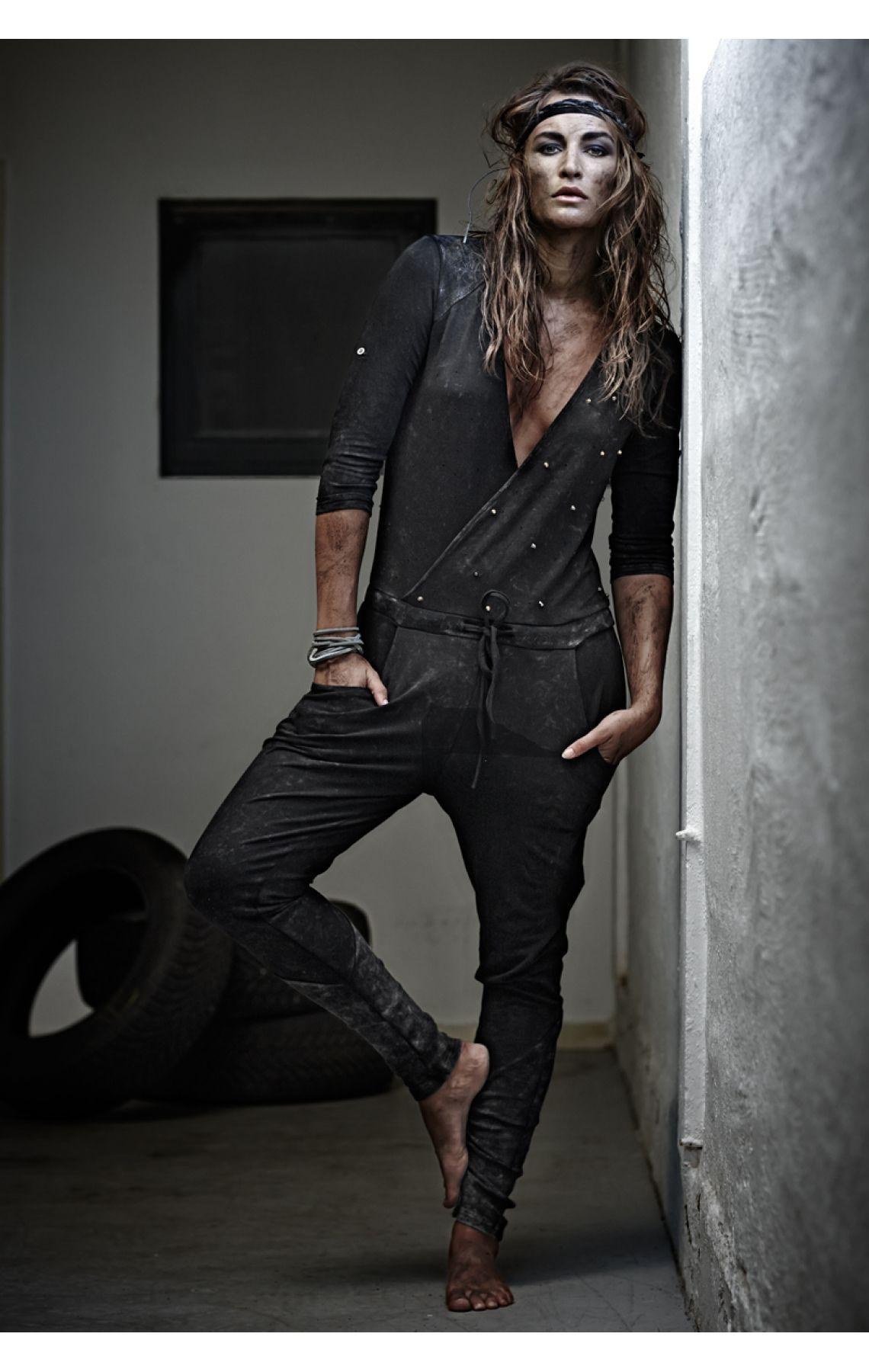 Rå og casual buksedragt
