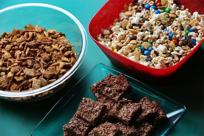 Kids will devour these back-to-school snacks!  Click for recipes to Cheesy Toasted Snack Mix, No-Bake Chocolate Cherry Oat Bars and Snack Time Mix