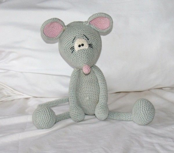 Die kleine Maus möchte so gerne von Dir nachgehäkelt werden. Tu Ihr ...