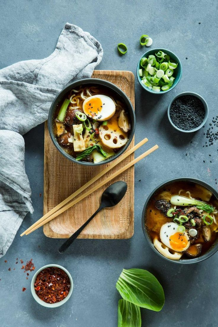 Japanische Ramen Suppe in vier Schritten selber machen | Rezept in 2020 | Ramen, Lebensmittelfotogra