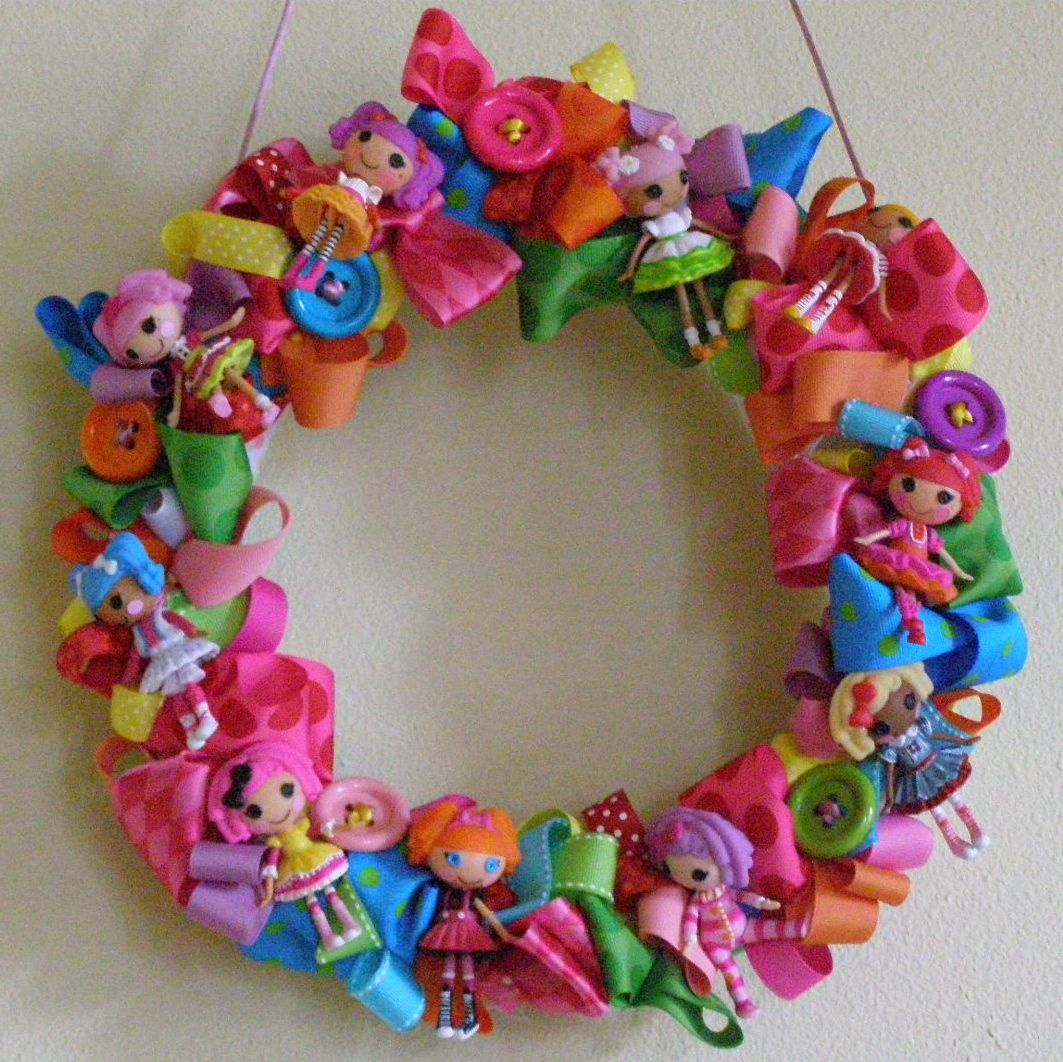 lalaloopsy button wreath.  how neat is that??