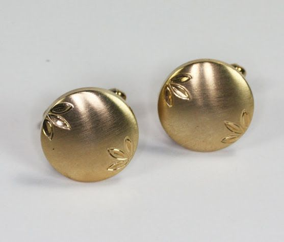https://www.etsy.com/listing/450667064/flex-let-cuff-links-brushed-finish-gold?…