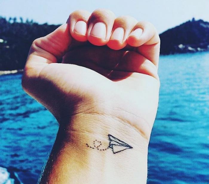 tatouage avion en papier pr t pour le d collage lifestyle tattoos wanderlust tattoos et. Black Bedroom Furniture Sets. Home Design Ideas