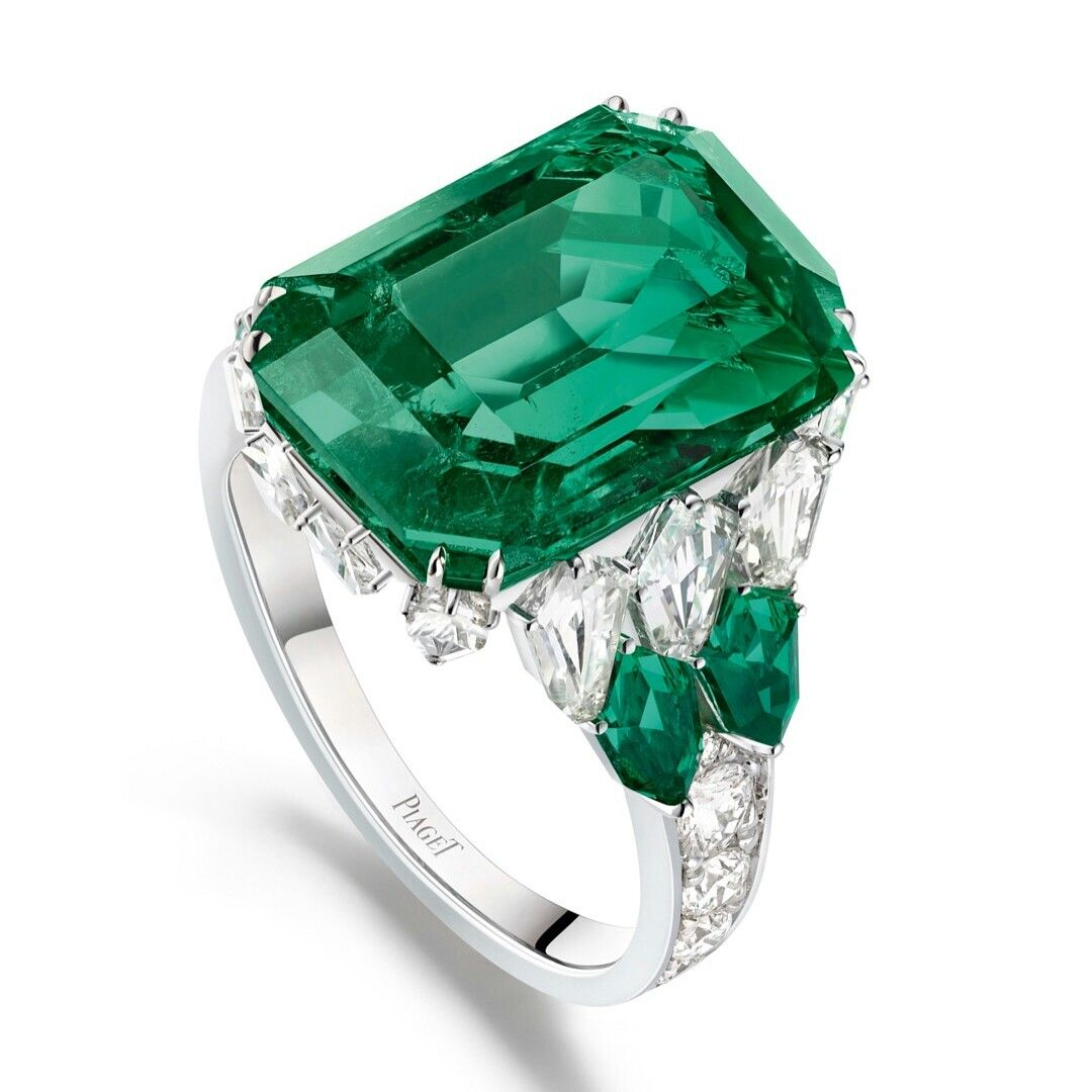 68120a4bac4522 Piaget Emerald ring   Incredibly Beautiful Jewelry in 2019   Piaget ...