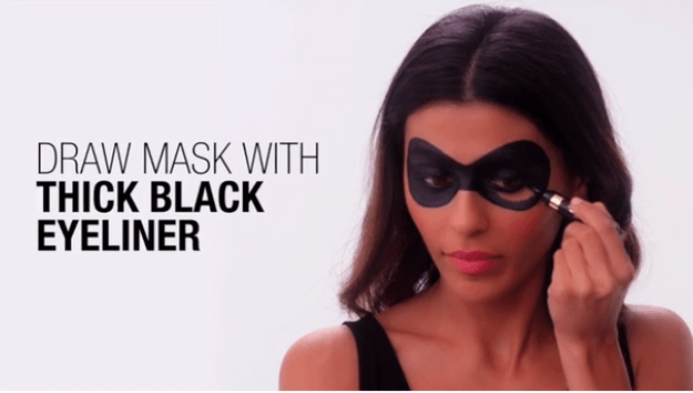 25 Halloween Makeup Looks That Anyone Can Do: #6. Super Hero Eye Mask