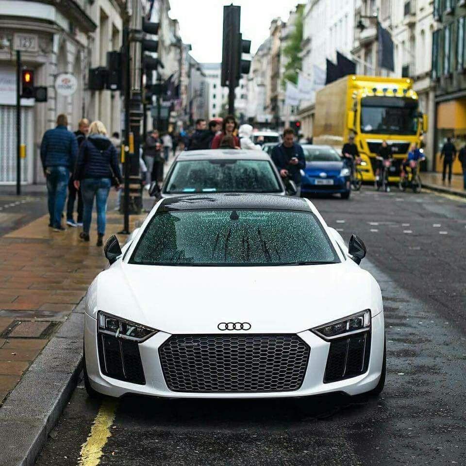 New Audi R8 V10 (via)